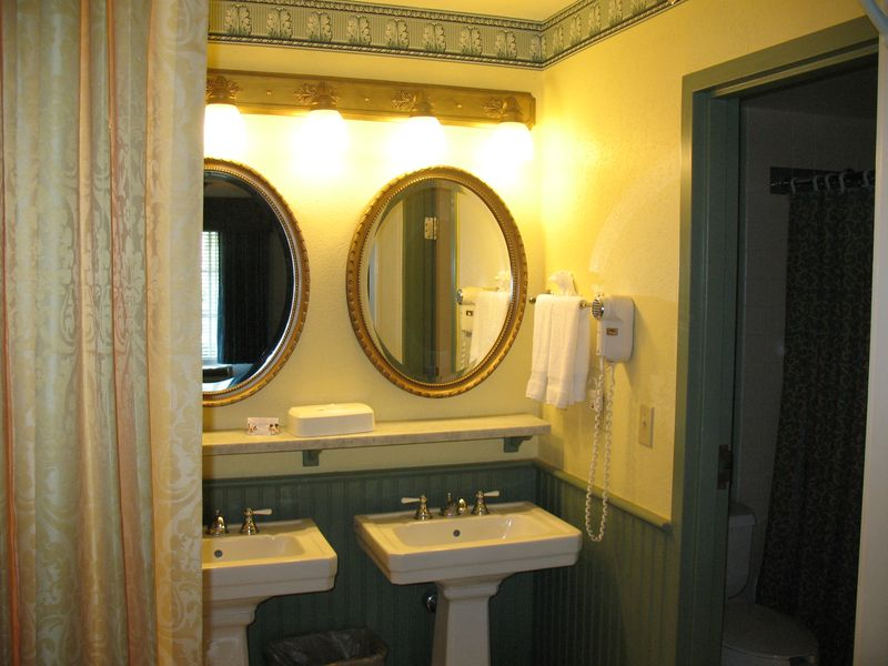 Disney's Port Orleans French Quarter resort bath area