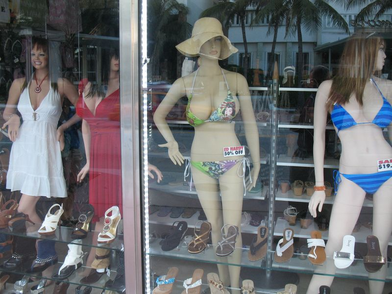Manequins while strolling Miami Beach