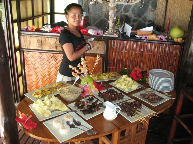 Vahine Island resort lunch buffet